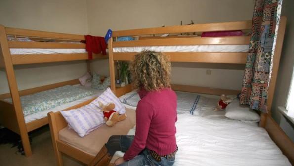 In den Frauenhäusern der Region wird es mitunter eng – sowohl räumlich, als auch finanziell.(Foto: dpa, Quelle: www.shz.de)